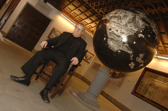 Maxwell's Moon Globe  - greaves and thomas make a diverse range of terrestrial globes, globes of the world, world globe, world globes, celestial globes, planetry globes, lunar globes, customised globes, customised world globes, customised globes of the world, paper globes, replica globes,